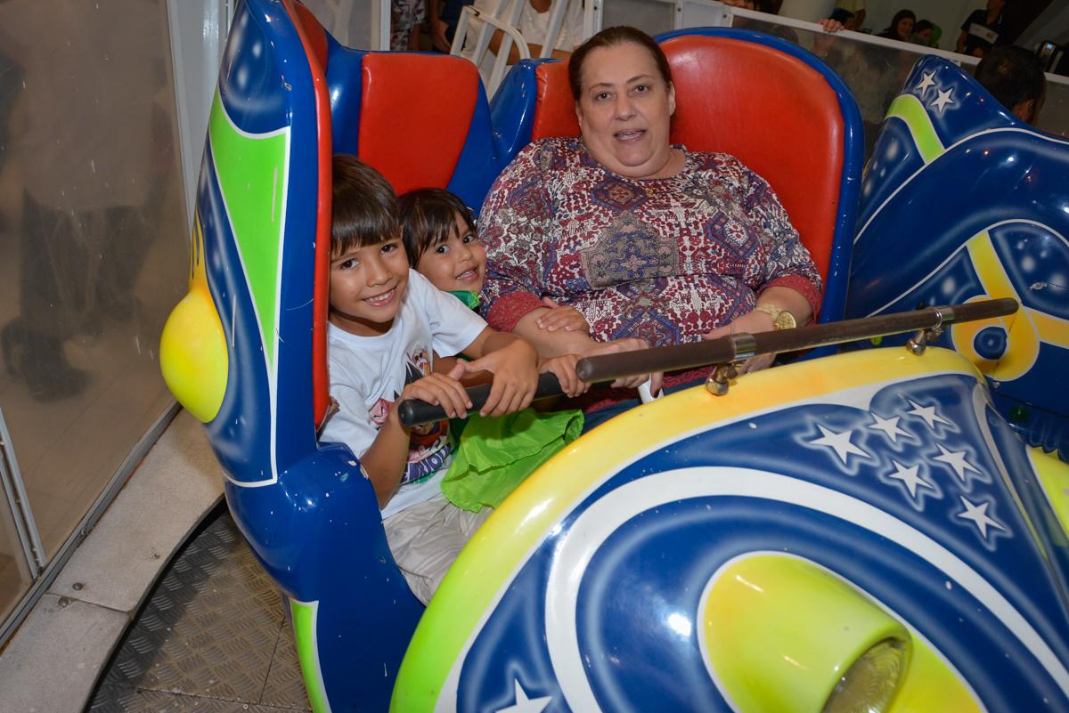 brinquedo jornada nas estrelas no Buffet Fábrica da Alegria Morumbi São Paulo, aniversário de Henrique 6 anos tema da festa Dragon Bol Z