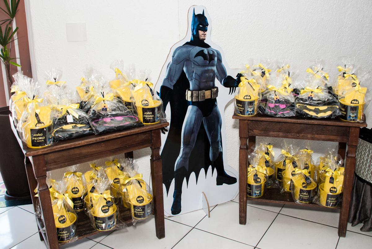 mesa de Gulosema no Buffet Fábrica da Alegria Morumbi, São Paulo, aniversário de João Pedro 4 anos tema da festa Batman