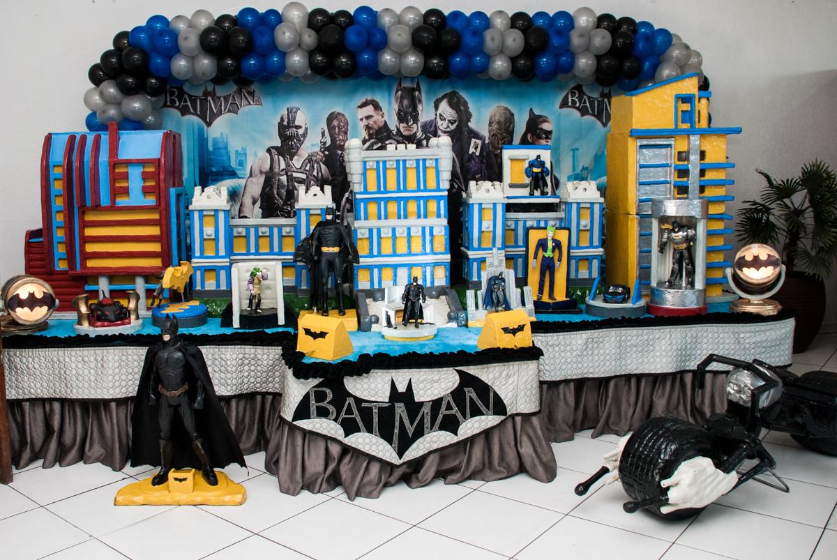 mesa temática no Buffet Fábrica da Alegria Morumbi, São Paulo, aniversário de João Pedro 4 anos tema da festa Batman