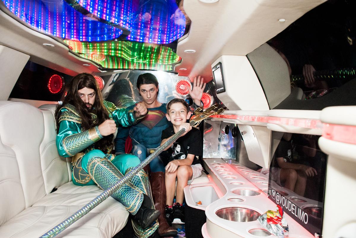 foto com os super heróis no Buffet Fábrica da Alegria, Osasco, São Paulo, aniversário de Matheus 9 anos tema da festa Super Heróis