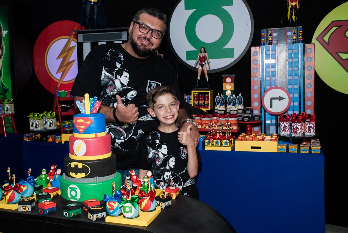 papai também quer sair na foto no Buffet Fábrica da Alegria, Osasco, São Paulo, aniversário de Matheus 9 anos tema da festa Super Heróis