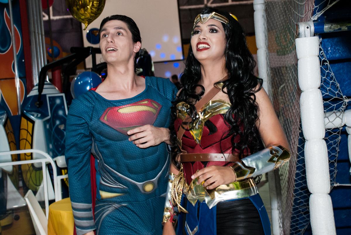 Os super heróis também se divertem na festa no Buffet Fábrica da Alegria, Osasco, São Paulo, aniversário de Matheus 9 anos tema da festa Super Heróis