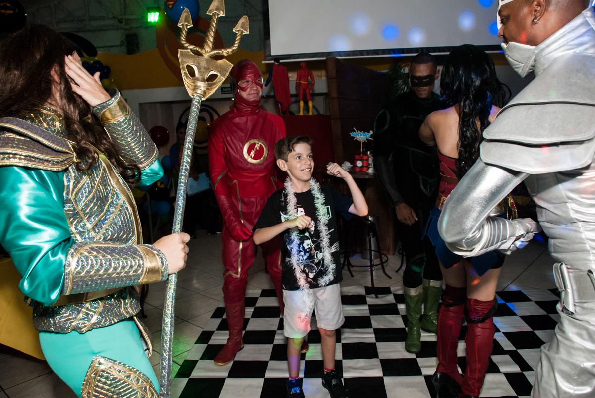 hora d abalada no Buffet Fábrica da Alegria, Osasco, São Paulo, aniversário de Matheus 9 anos tema da festa Super Heróis
