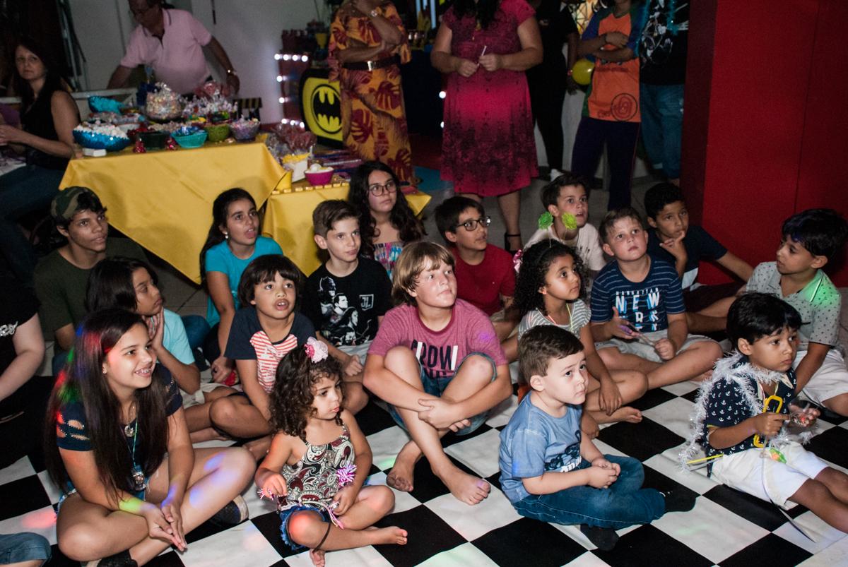 vai começar o show no Buffet Fábrica da Alegria, Osasco, São Paulo, aniversário de Matheus 9 anos tema da festa Super Heróis