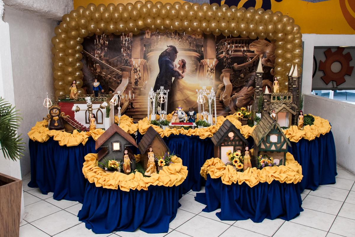 mesa temática no Buffet Fábrica da Alegria, Osasco São Paulo, aniversário de Vitória 9 anos, tema da festa A Bela e a Fera