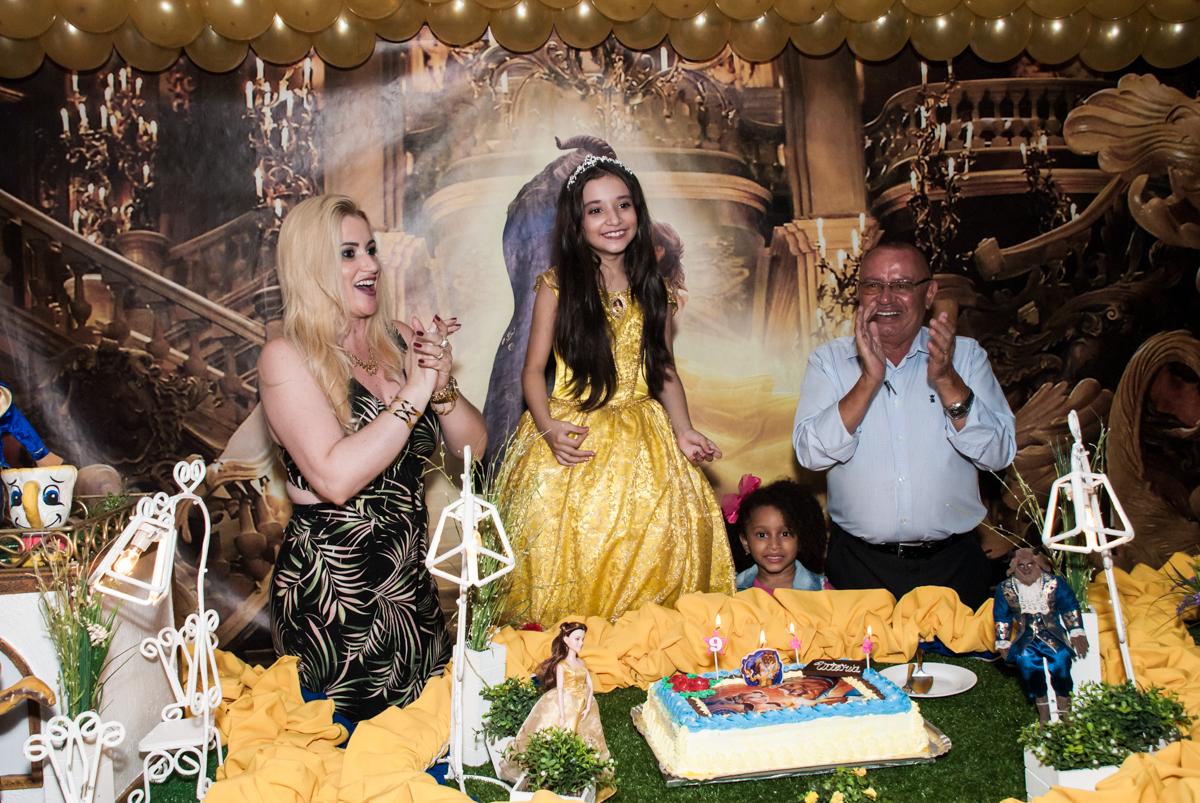 Parabéns animado no Buffet Fábrica da Alegria, Osasco São Paulo, aniversário de Vitória 9 anos, tema da festa A Bela e a Fera