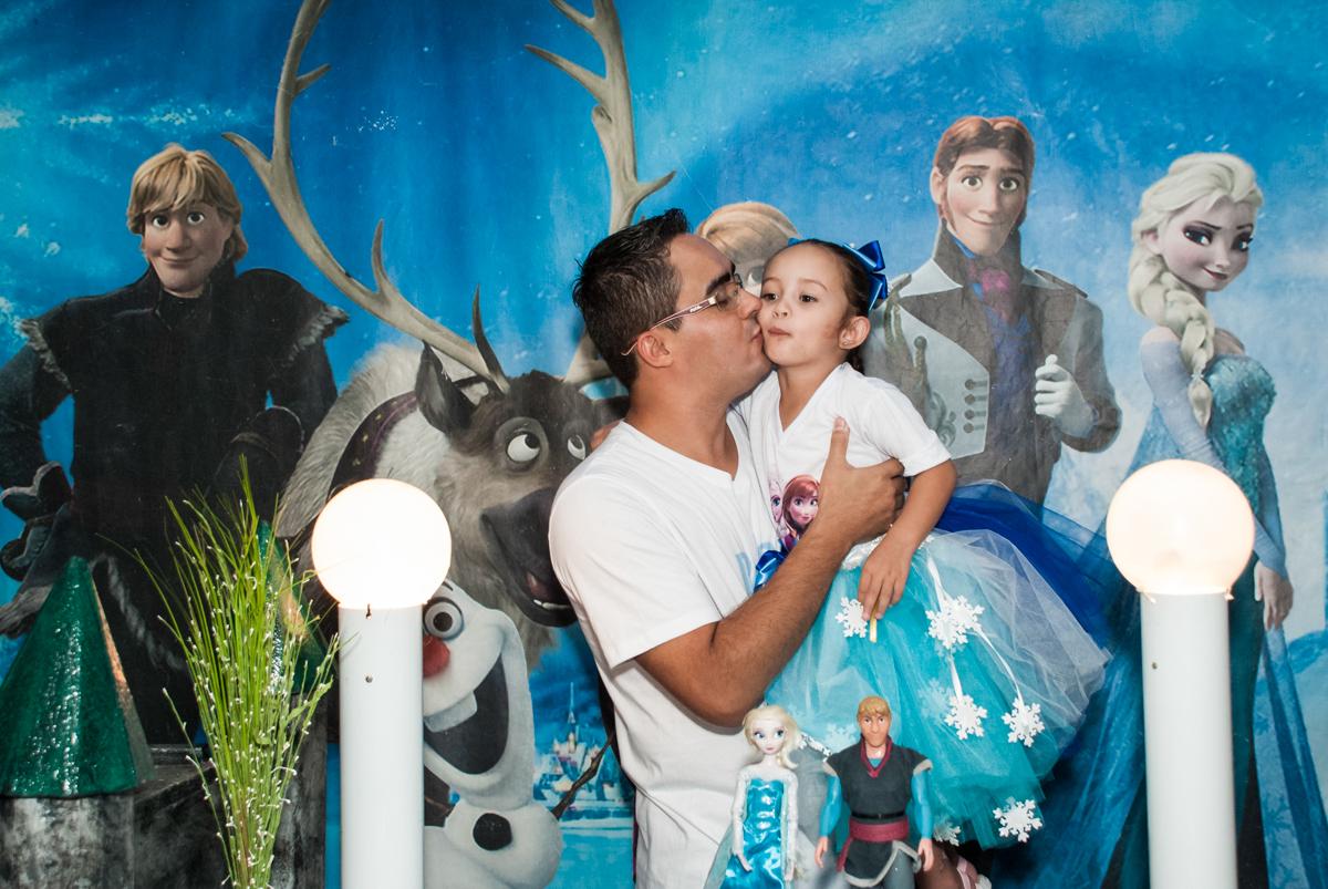 beijomcarinhoso do papai no Buffet Fábrica da Alegria Morumbi, anieversário de Ana Julia 3 anos, tema da festa Frozen