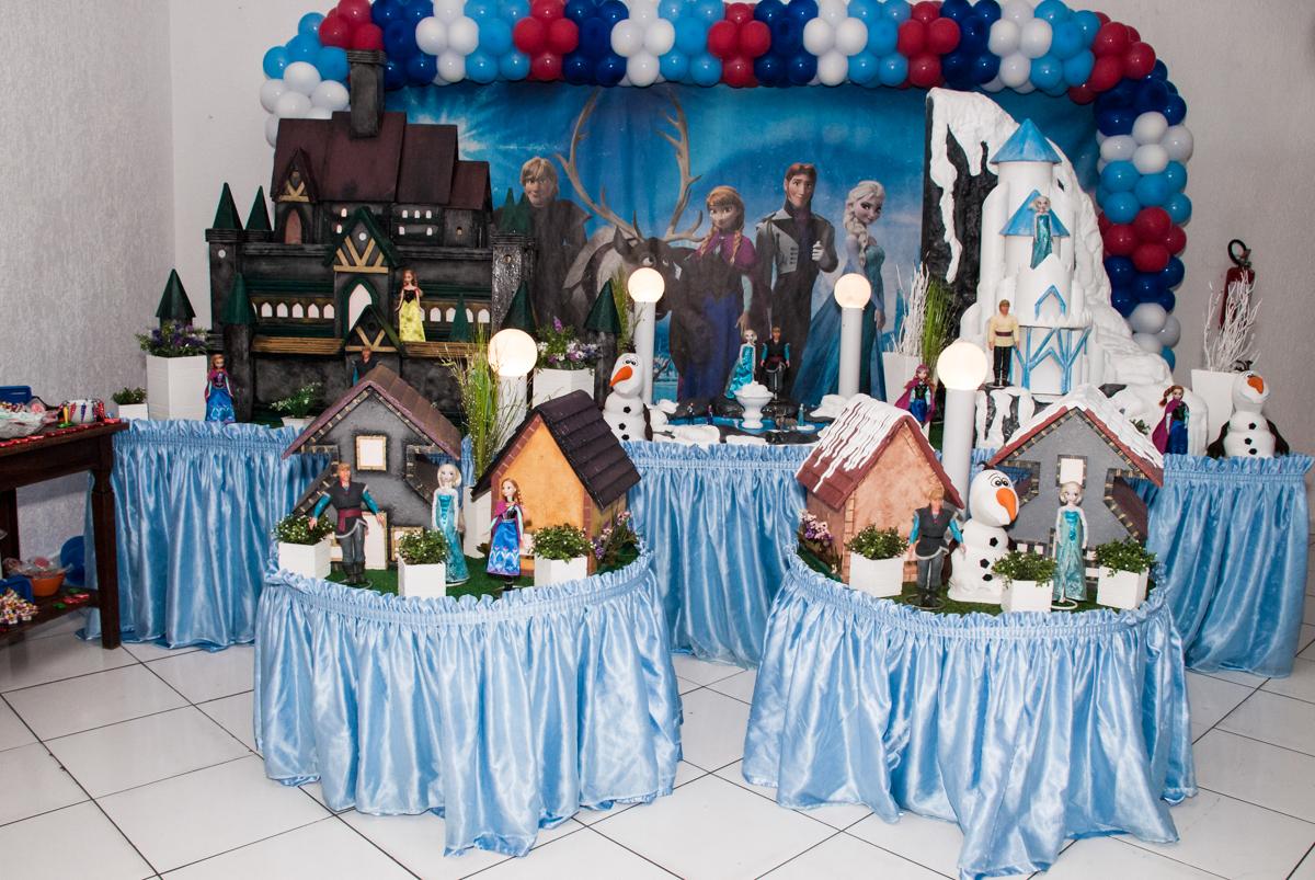 mesa temática no Buffet Fábrica da Alegria Morumbi, anieversário de Ana Julia 3 anos, tema da festa Frozen