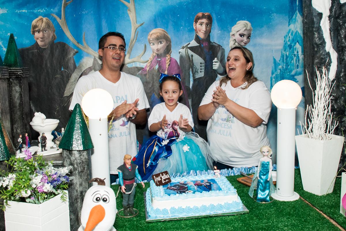 parabéns animado no Buffet Fábrica da Alegria Morumbi, anieversário de Ana Julia 3 anos, tema da festa Frozen