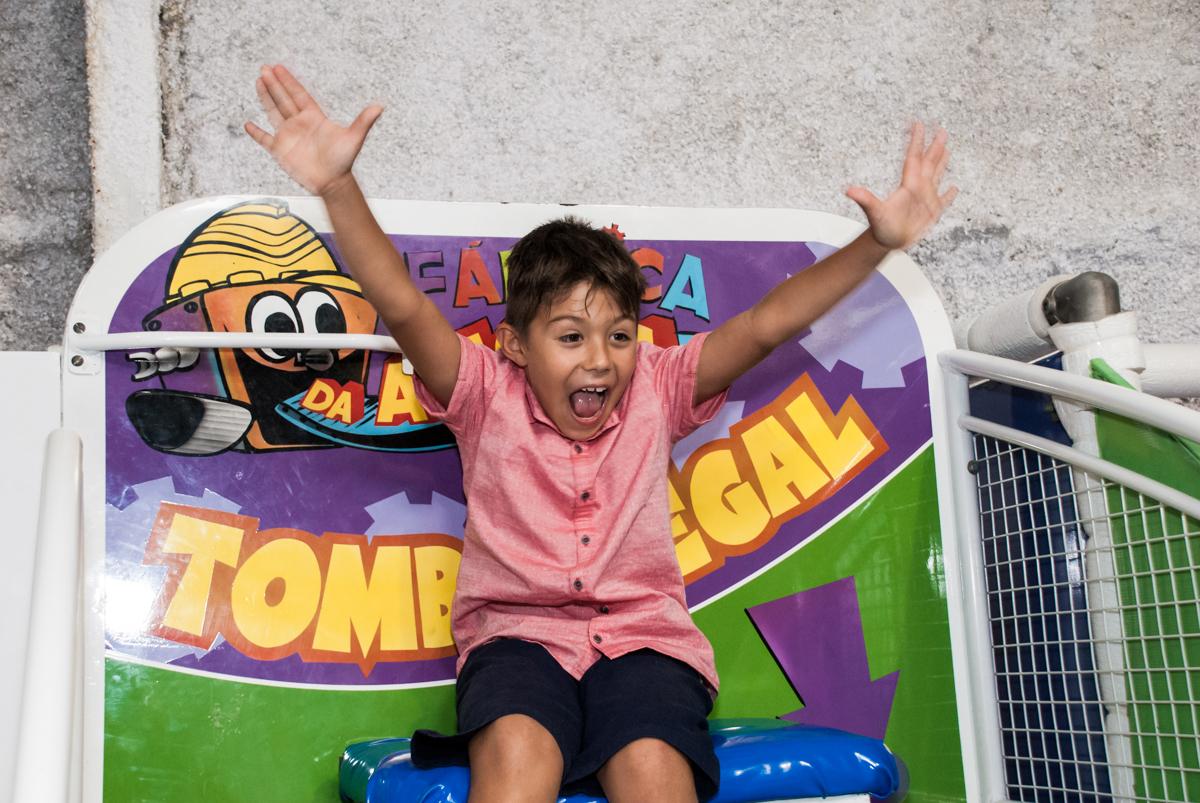 preparando para cair do tombo legal no Buffet Fábrica da Alegria, Osasco, São Paulo, aniversario de Carlos Eduardo 7 e Davi Lucas 3 anos, tema da festa Os Vingadores