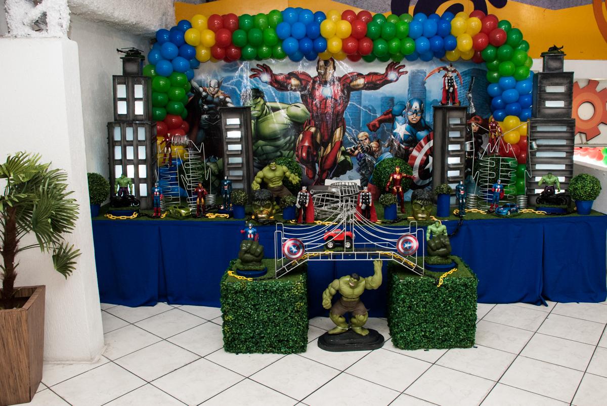 mesa decorada no Buffet Fábrica da Alegria, Osasco, São Paulo, aniversario de Carlos Eduardo 7 e Davi Lucas 3 anos, tema da festa Os Vingadores
