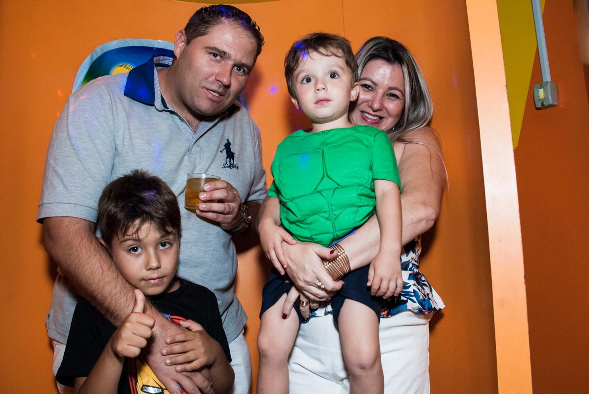 preparando para sair da máquina do parabéns no Buffet Fábrica da Alegria, Osasco, São Paulo, aniversario de Carlos Eduardo 7 e Davi Lucas 3 anos, tema da festa Os Vingadores
