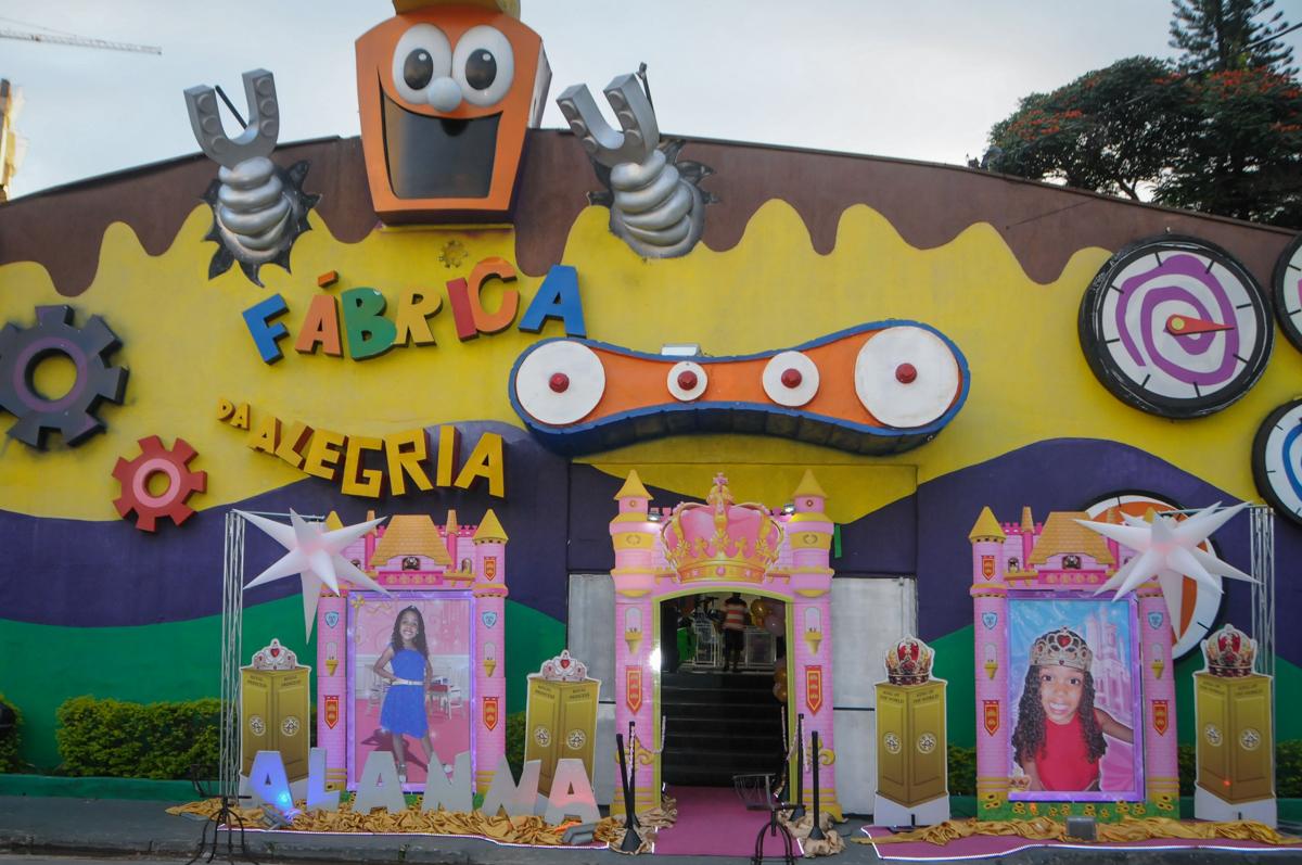 Buffet Fabrica da Alegria, Osasco, São Paulo, aniversário de Alanna 5 anos, tema da festa bonecas princesas