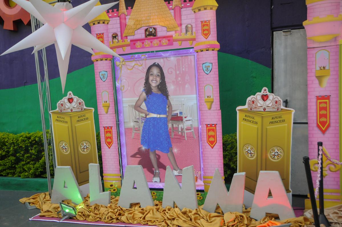 Fachada cinema no Buffet Fabrica da Alegria, Osasco, São Paulo, aniversário de Alanna 5 anos, tema da festa bonecas princesas