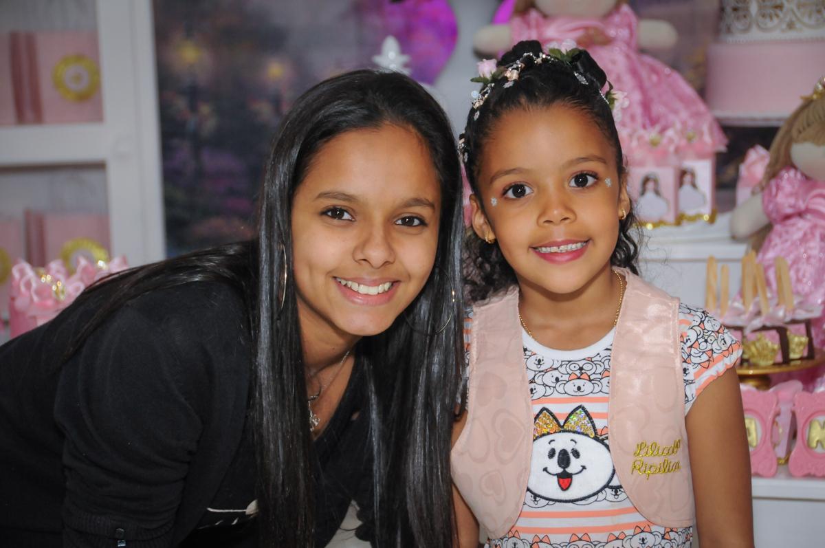 monitora também vai a festa no Buffet Fabrica da Alegria, Osasco, São Paulo, aniversário de Alanna 5 anos, tema da festa bonecas princesas