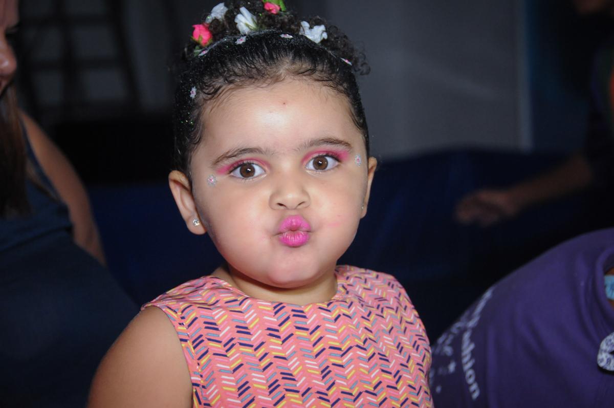 beijinho de biquinho no Buffet Fabrica da Alegria, Osasco, São Paulo, aniversário de Alanna 5 anos, tema da festa bonecas princesas