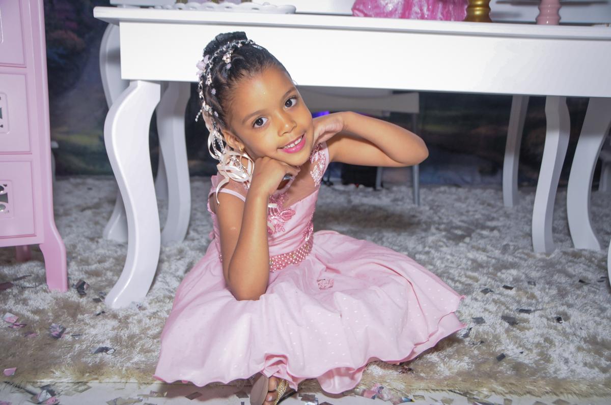 princesa linda no Buffet Fabrica da Alegria, Osasco, São Paulo, aniversário de Alanna 5 anos, tema da festa bonecas princesas