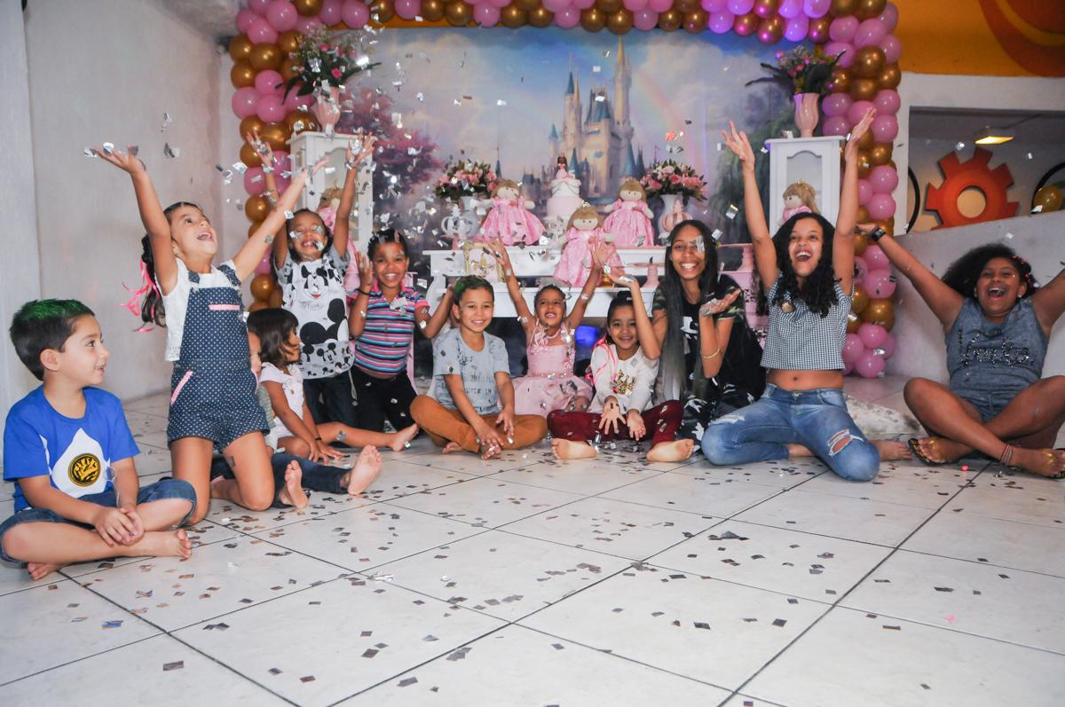 final da festa no Buffet Fabrica da Alegria, Osasco, São Paulo, aniversário de Alanna 5 anos, tema da festa bonecas princesas