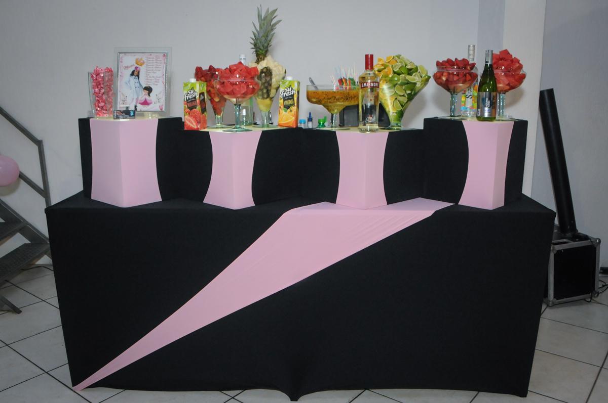 mesa de drinks no Buffet Fabrica da Alegria, Osasco, São Paulo, aniversário de Alanna 5 anos, tema da festa bonecas princesas