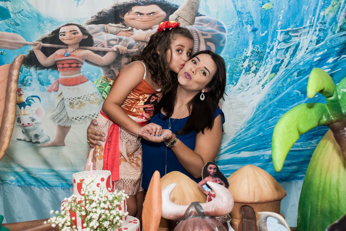 foto mãe e filha no Buffet Mundo da Lua Butantã, São Paulo, aniversaário de Maria Eduarda 7 anos, Buffet Mundo da Lua, Butantã, São Paulo