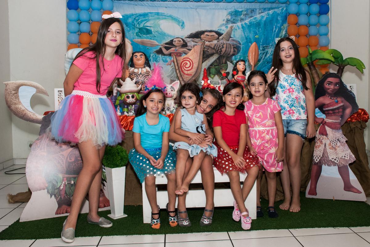 amigas reunem para a foto no Buffet Mundo da Lua Butantã, São Paulo, aniversaário de Maria Eduarda 7 anos, Buffet Mundo da Lua, Butantã, São Paulo