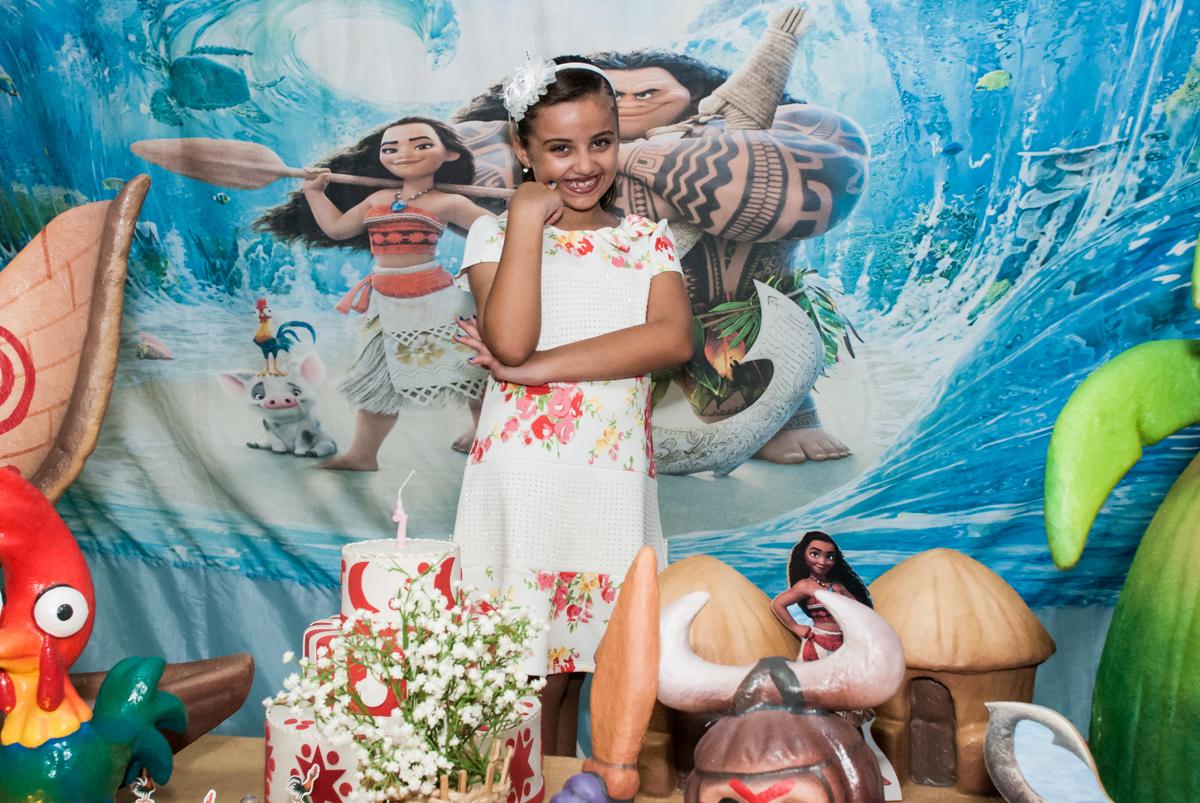 esperando começar o parabéns no Buffet Mundo da Lua Butantã, São Paulo, aniversaário de Maria Eduarda 7 anos, Buffet Mundo da Lua, Butantã, São Paulo