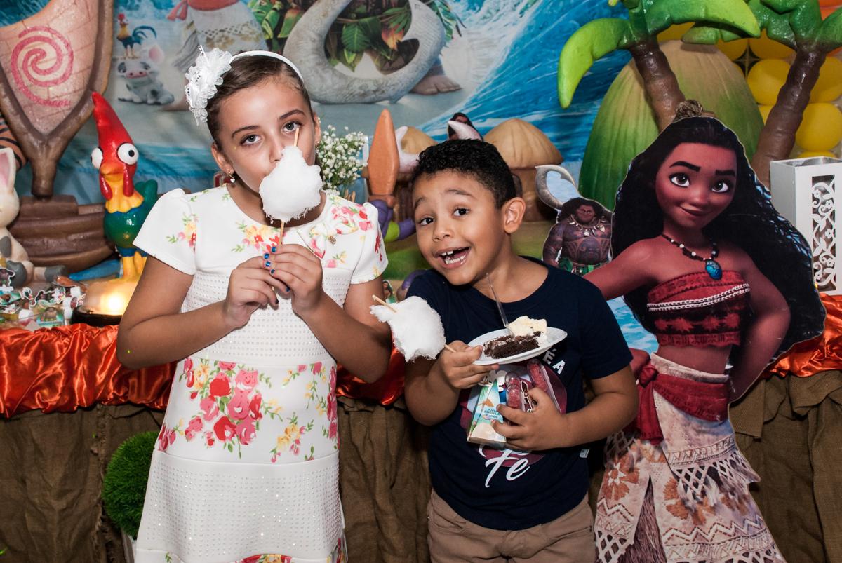 delicia de algodão doce no Buffet Mundo da Lua Butantã, São Paulo, aniversaário de Maria Eduarda 7 anos, Buffet Mundo da Lua, Butantã, São Paulo