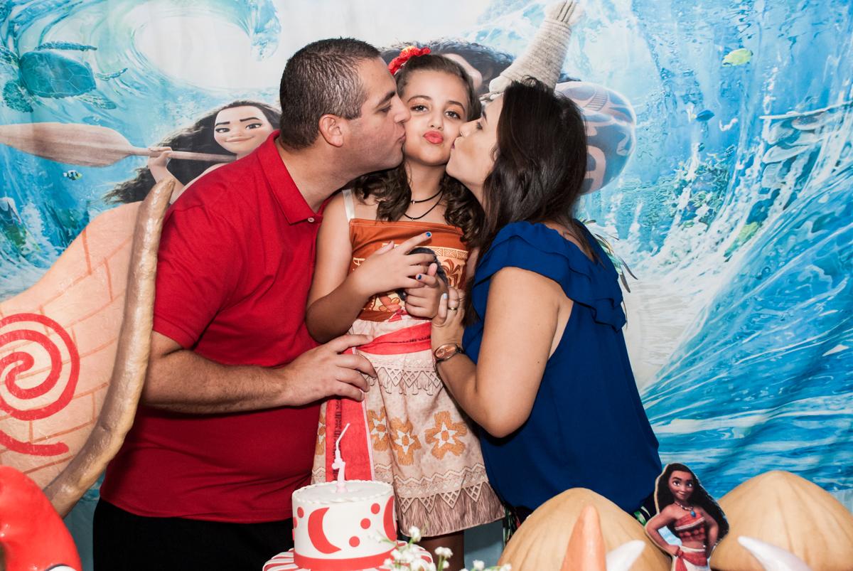 beijo sanduiche no Buffet Mundo da Lua Butantã, São Paulo, aniversaário de Maria Eduarda 7 anos, Buffet Mundo da Lua, Butantã, São Paulo