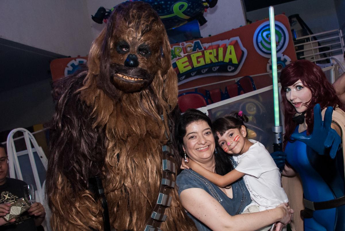recebendo os personagens no Buffet Fábrica da Alegria, Morumbi, São Paulo, aniversário de Felipe 8 Fernanda 5 tema da fersta Star wars