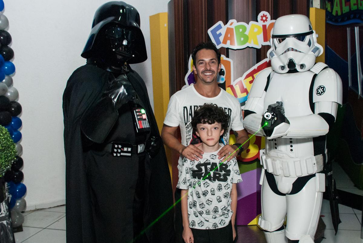 foto com os personagens no Buffet Fábrica da Alegria, Morumbi, São Paulo, aniversário de Felipe 8 Fernanda 5 tema da fersta Star wars