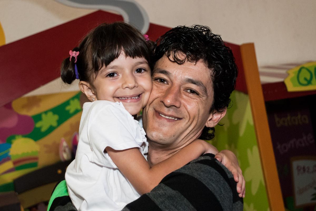 abraço do tio no Buffet Fábrica da Alegria, Morumbi, São Paulo, aniversário de Felipe 8 Fernanda 5 tema da fersta Star wars
