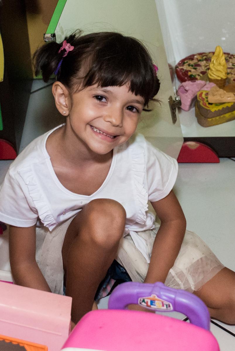 brincando na area baby no Buffet Fábrica da Alegria, Morumbi, São Paulo, aniversário de Felipe 8 Fernanda 5 tema da fersta Star wars