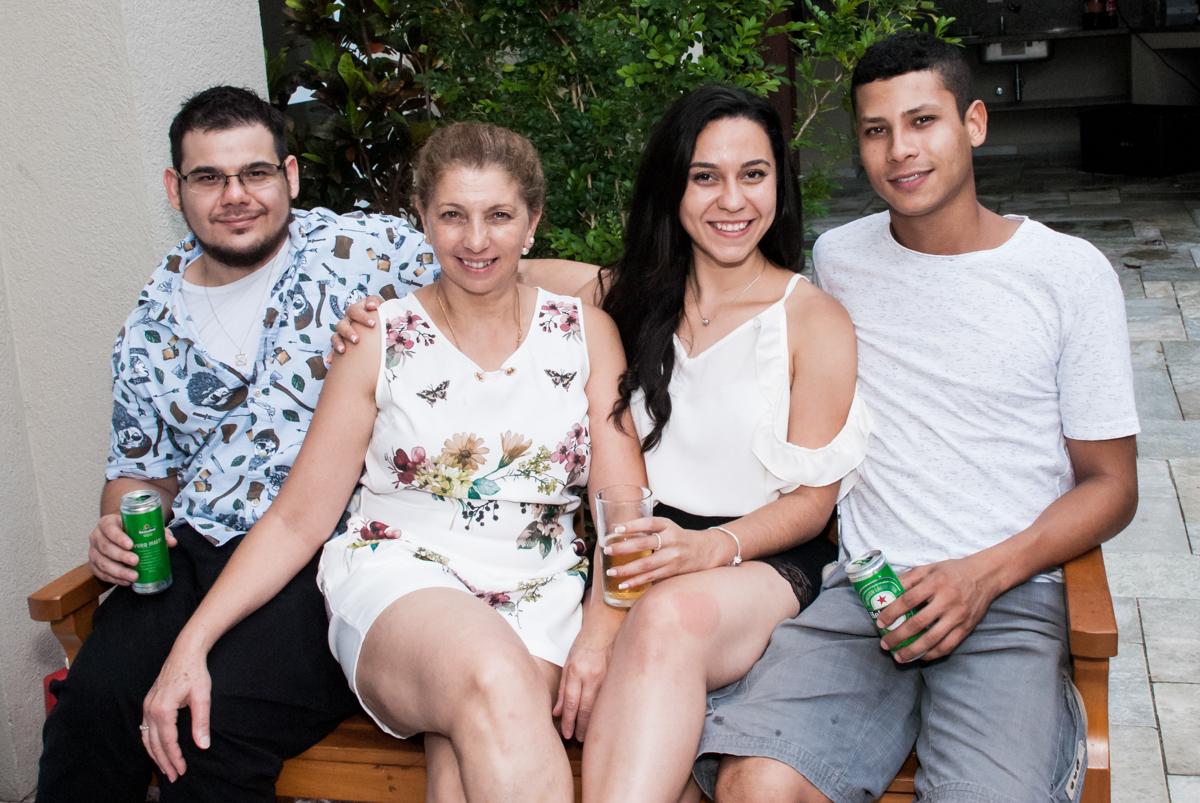 foto de família no Condominio, Morumbi, São Paulo, tema da festa super wings