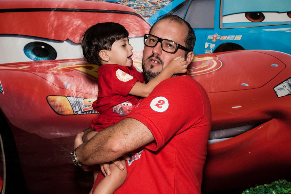 abraço do papai no Buffet Fábrica da Alegria, Osasco, São Paulo, aniversário de Victor 2 anos, tema da festa carros