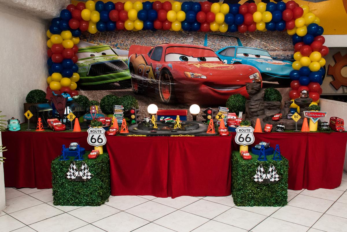 Mesa temática bo Buffet Fábrica da Alegria, Osasco, São Paulo, aniversário de Victor 2 anos, tema da festa carros