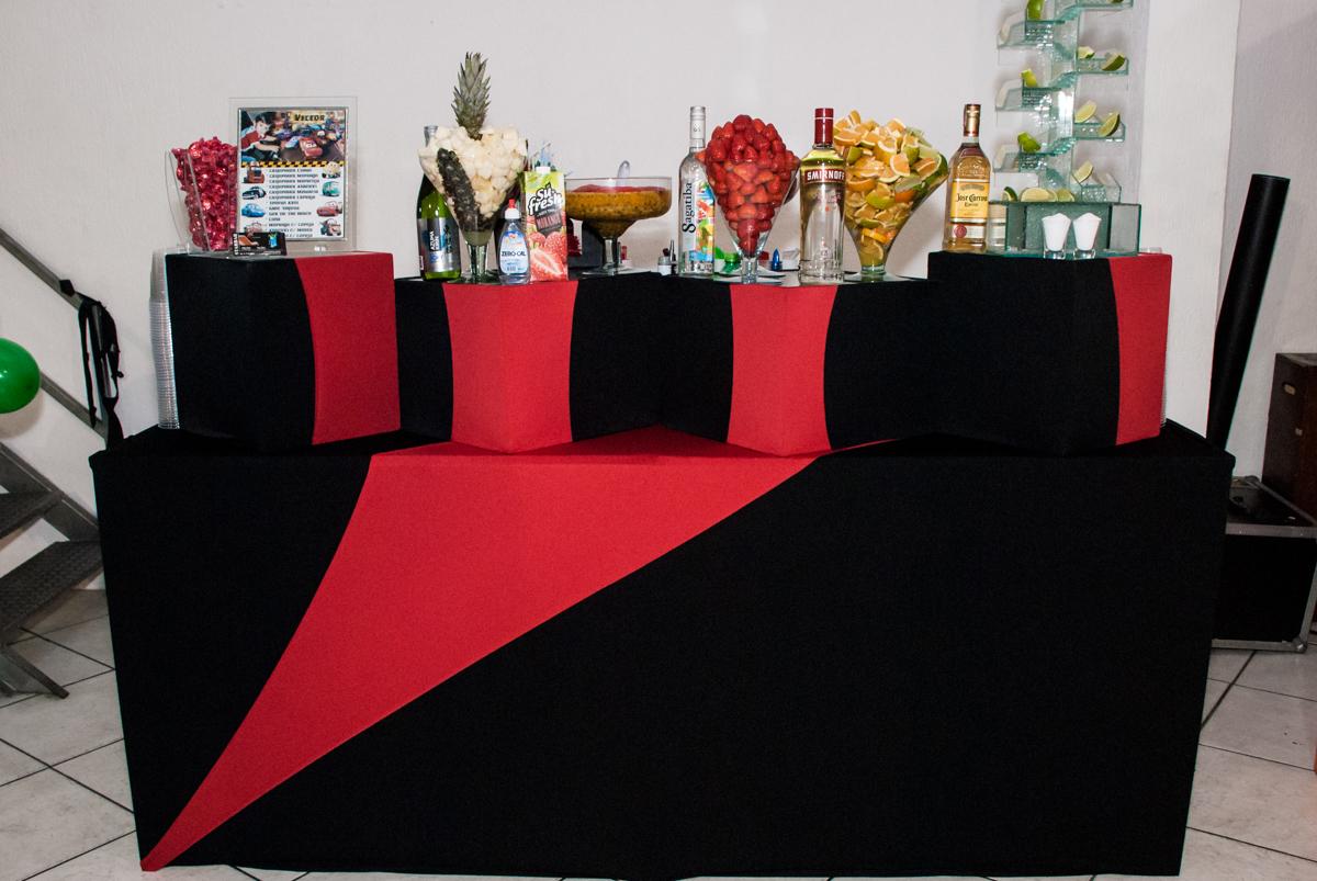 mesa de drinks Star Bar no Buffet Fábrica da Alegria, Osasco, São Paulo, aniversário de Victor 2 anos, tema da festa carros