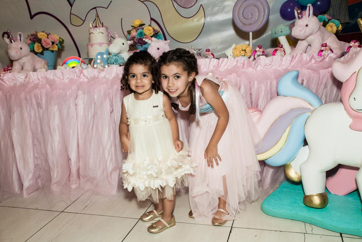 foto com a prima no Buffet Planeta Kids, niversario Larissa 3 anos, tema da festa Branca de Neve