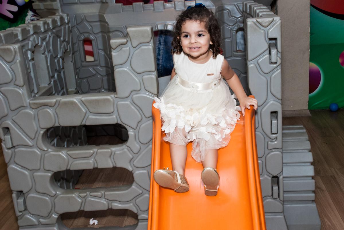 escorregador divertido no Buffet Planeta Kids, niversario Larissa 3 anos, tema da festa Branca de Neve