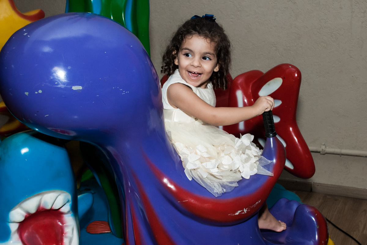 brincando no peixinho no Buffet Planeta Kids, niversario Larissa 3 anos, tema da festa Branca de Neve