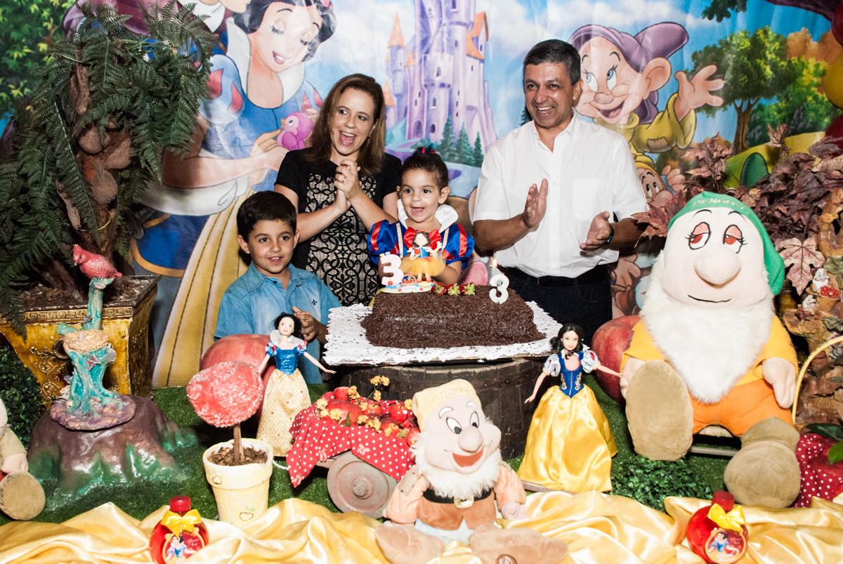 Parabéns animado no Buffet Planeta Kids, niversario Larissa 3 anos, tema da festa Branca de Neve