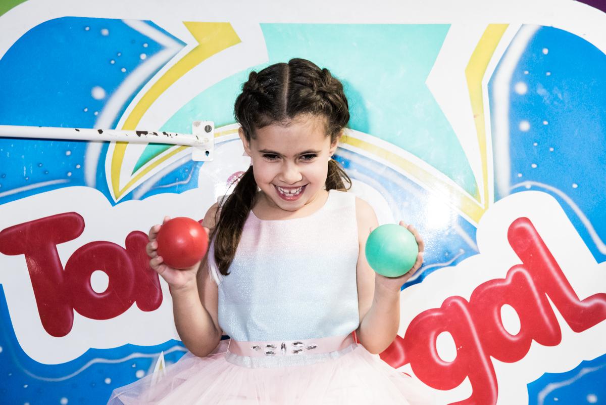 preparando para cair no tombo legal no Buffet Planeta Kids, Lapa, São Paulo, aniversario de Sarah 8 anos, tema da festa Unicórnio