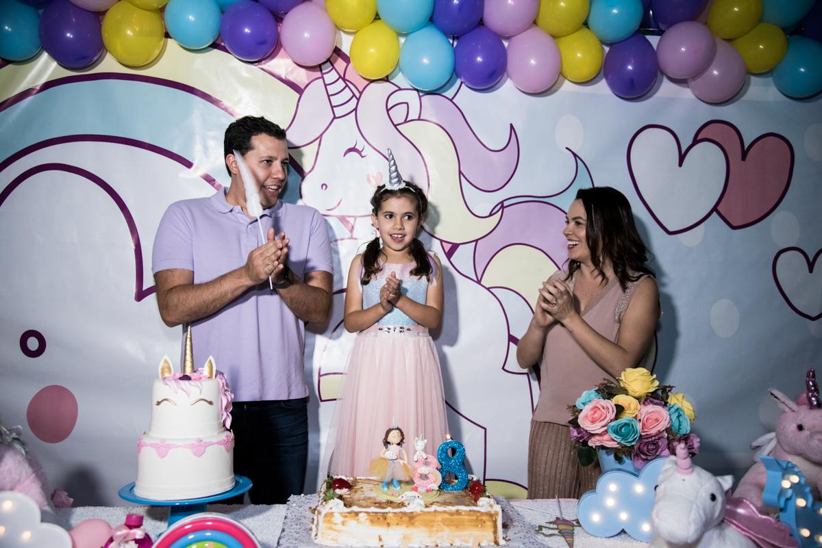 hora do parabéns no Buffet Planeta Kids, Lapa, São Paulo, aniversario de Sarah 8 anos, tema da festa Unicórnio