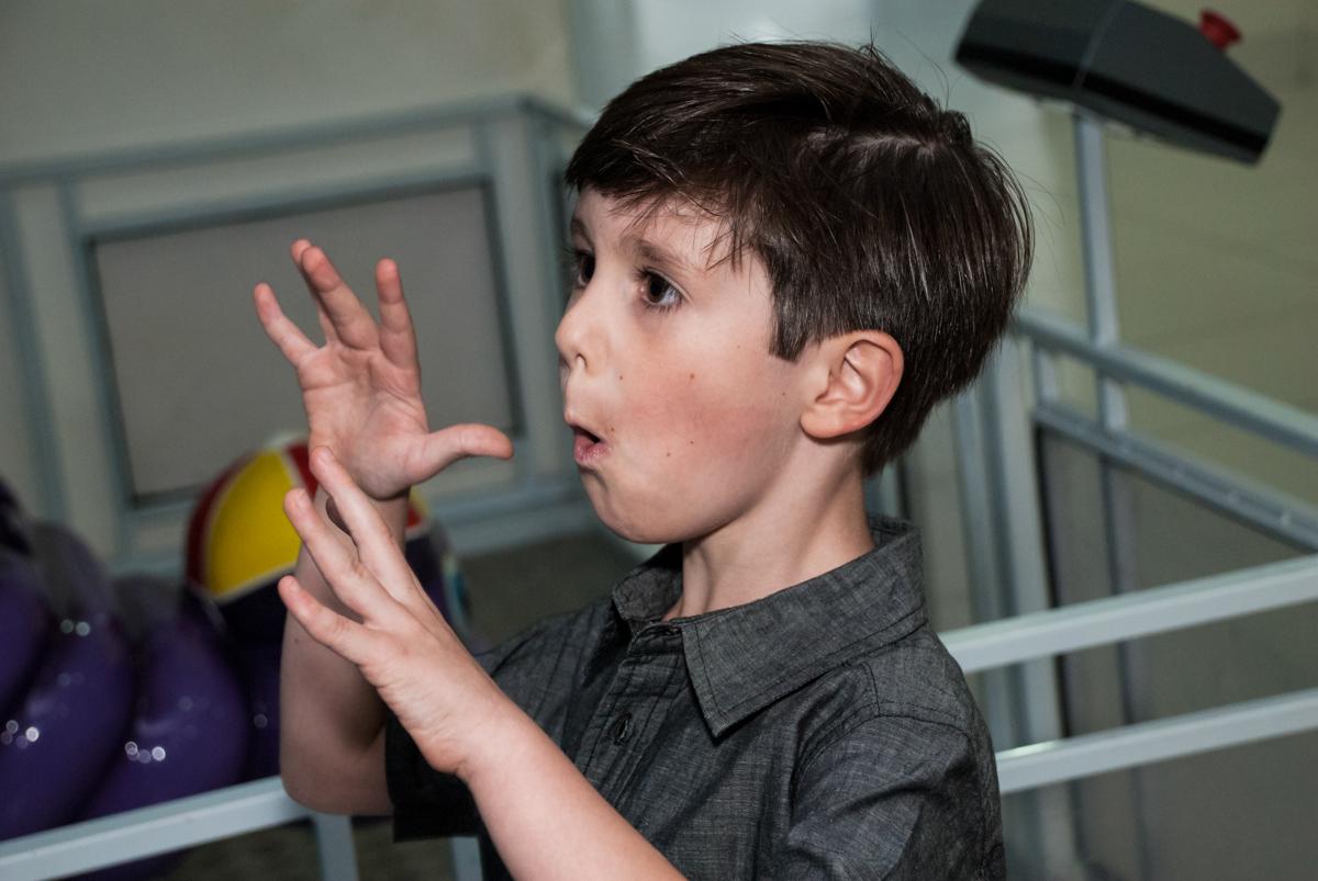 comemorando vitória no jogo de vídeo game no Buffet Boomerang, Cidade Jardim, São Paulo, aniversario de Lucas 6 anos, tema da festa, lego