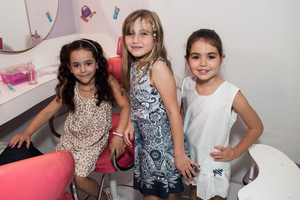 pose para a foto das amigas no Buffet Boomerang, Cidade Jardim, São Paulo, aniversario de Lucas 6 anos, tema da festa, lego