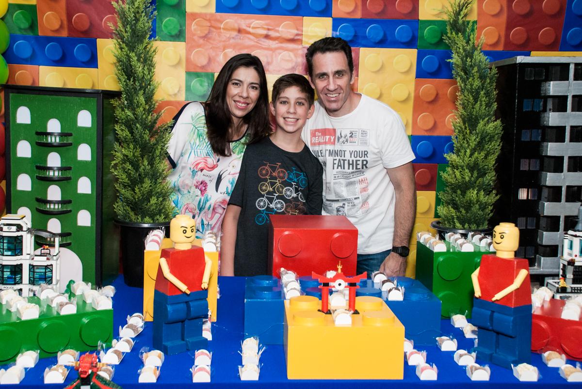 foto com o irmão do aniversariante no Buffet Boomerang, Cidade Jardim, São Paulo, aniversario de Lucas 6 anos, tema da festa, lego