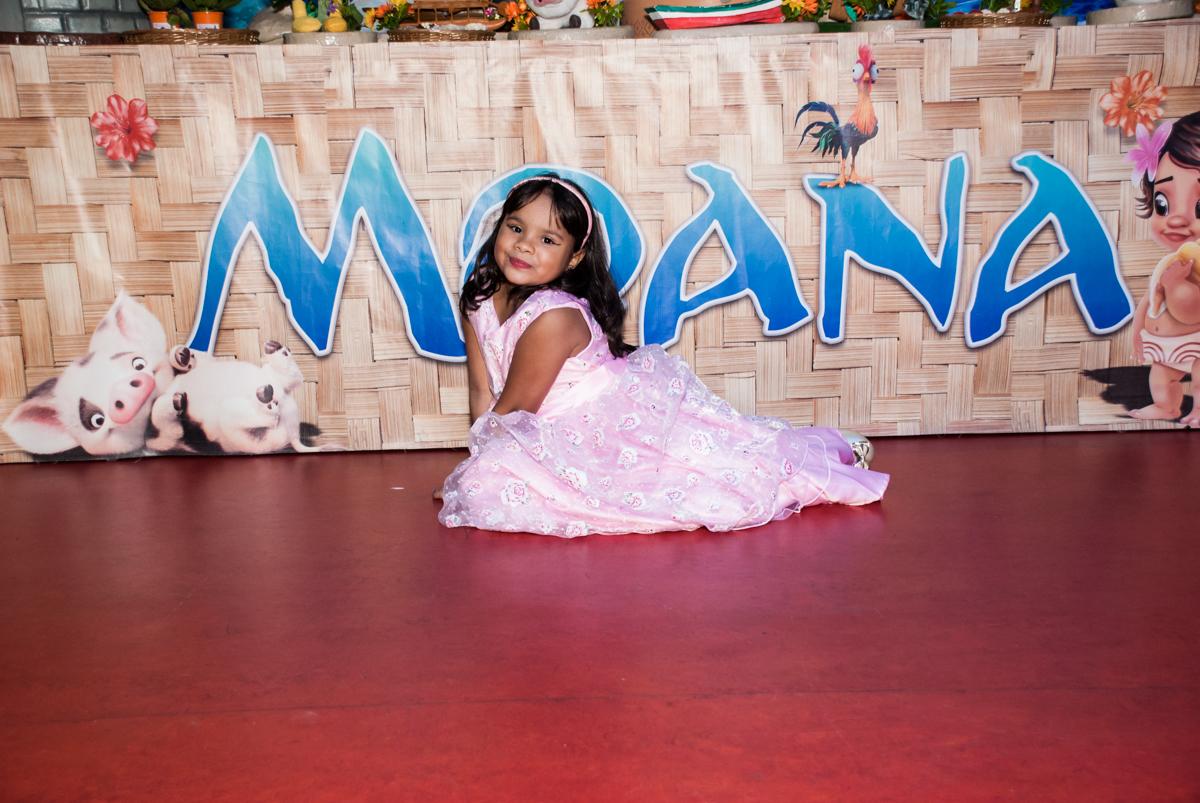 pose de princesa no Buffet Casa X, Ipiranga,São Paulo, aniversário de Raquel 6 anos, tema da festa Moana