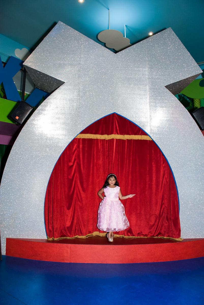 foto no X do Buffet Casa X, Ipiranga,São Paulo, aniversário de Raquel 6 anos, tema da festa Moana