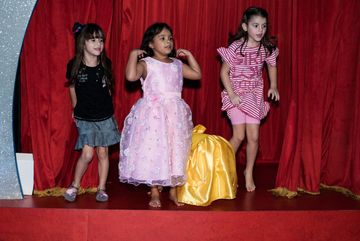 hora do show no Buffet Casa X, Ipiranga,São Paulo, aniversário de Raquel 6 anos, tema da festa Moana