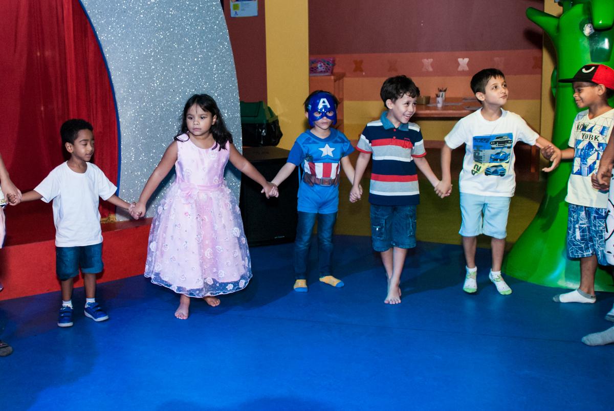 brincadeiras divertidas no Buffet Casa X, Ipiranga,São Paulo, aniversário de Raquel 6 anos, tema da festa Moana