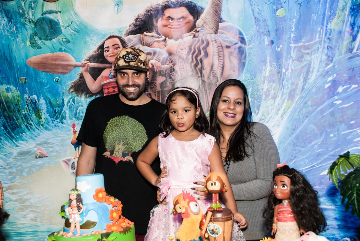 feliz em sua festa no Buffet Casa X, Ipiranga,São Paulo, aniversário de Raquel 6 anos, tema da festa Moana